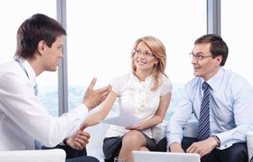 通过与企业市场一线人员沟通了解